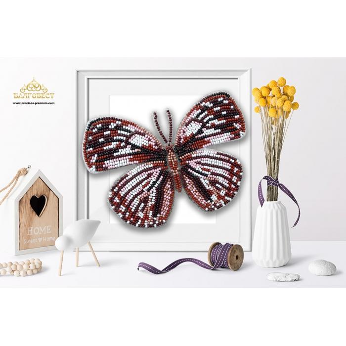 Пластиковая перфорированная основа БЛАГОВЕСТ арт.БС-109 3-D Бабочка. Euxanthe crossleyi 10х12 см